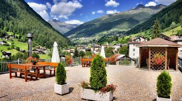 Hotel nel Parco Nazionale dello Stelvio in Val di Rabbi nel Trentino ...